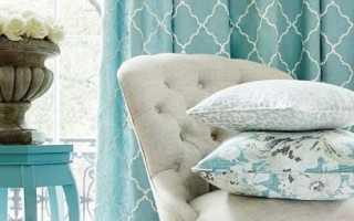 Бирюзовые шторы в интерьере гостиной, спальни, кухни