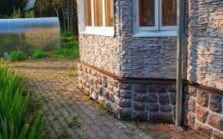 Обшивка цоколя панелями под камень