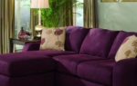 Фиолетовый диван в интерьере